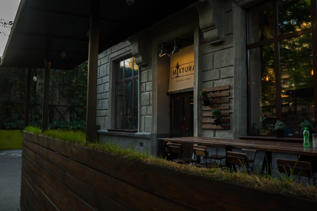 вход в Mixtura бар в Днепре