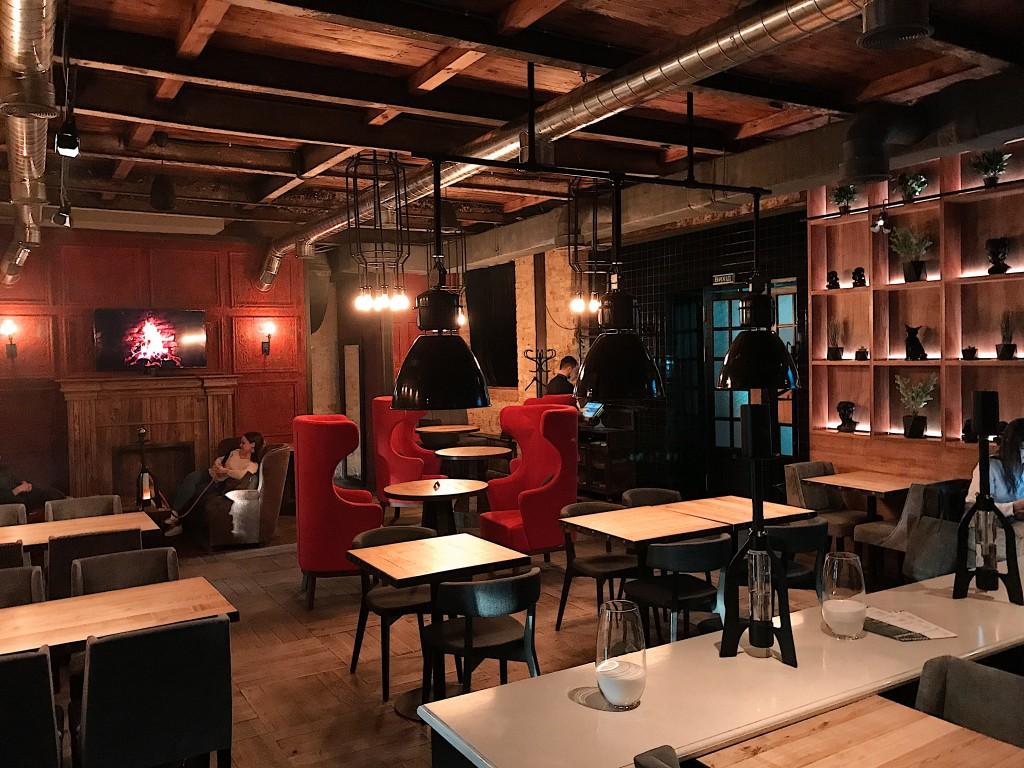 Невероятный дизайн и атмосфера Strong Bar