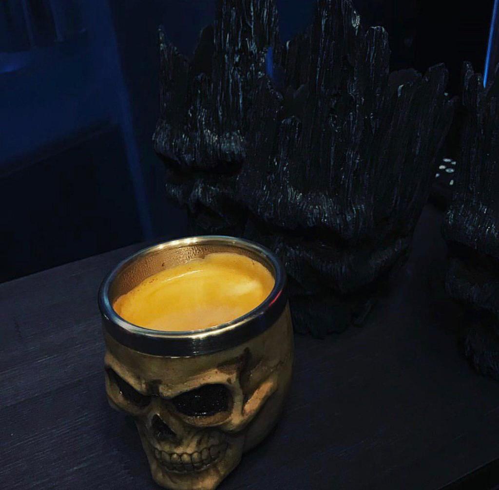 Подача напитков в стилизированных чашках