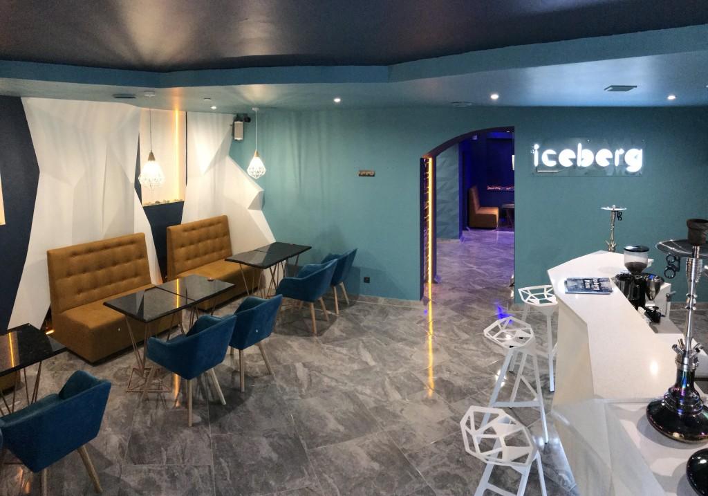 Интерьер первого зала кальянной Айсберг
