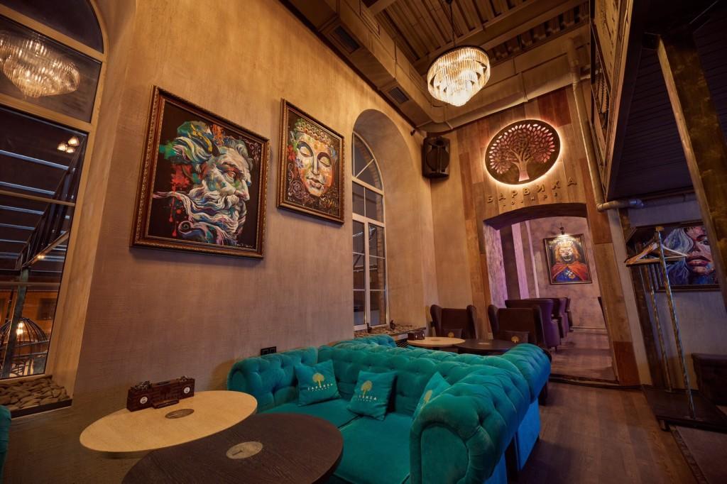 Теплый лофтовый интерьер кальянной Барвиха Лаунж в Туле