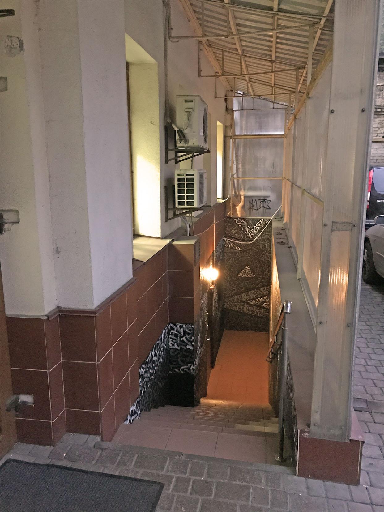 Вход в кальянную Lima Podol