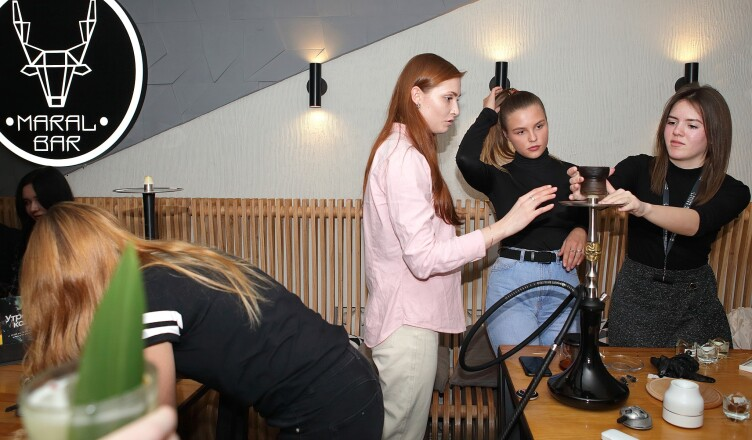Чемпионат по курению кальяна среди девушек-блоггеров