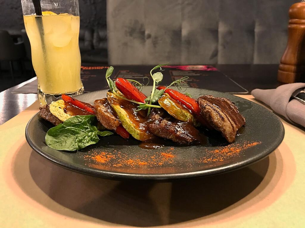 Свиной ошеек — блюдо из раздела основного меню