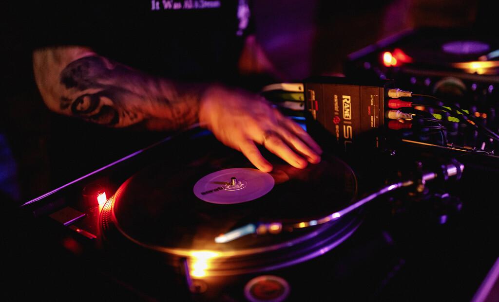 DJ-вечеринки по выходным в Yellow Lounge Bar