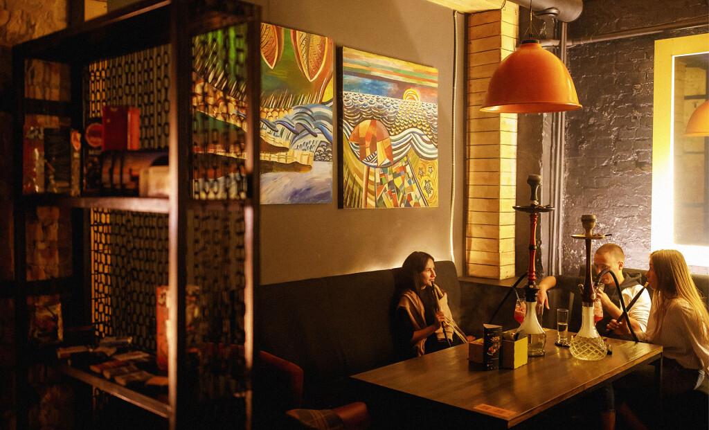 Интерьер и залы Yellow Lounge Bar