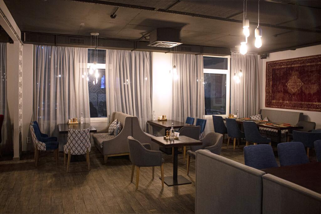 Зал Нино грузинского ресторана с кальянами — Дедико