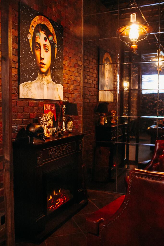 Теплые тона и картины — как выглядит SMOG Lounge внутри