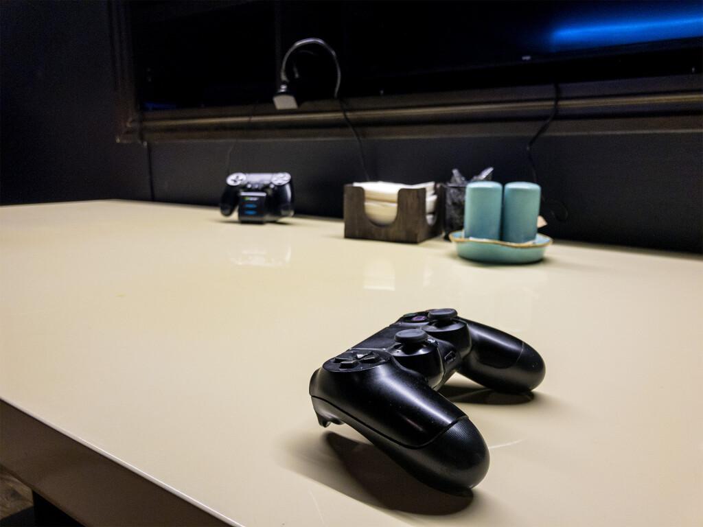 Sony PlayStation в випке Mr White