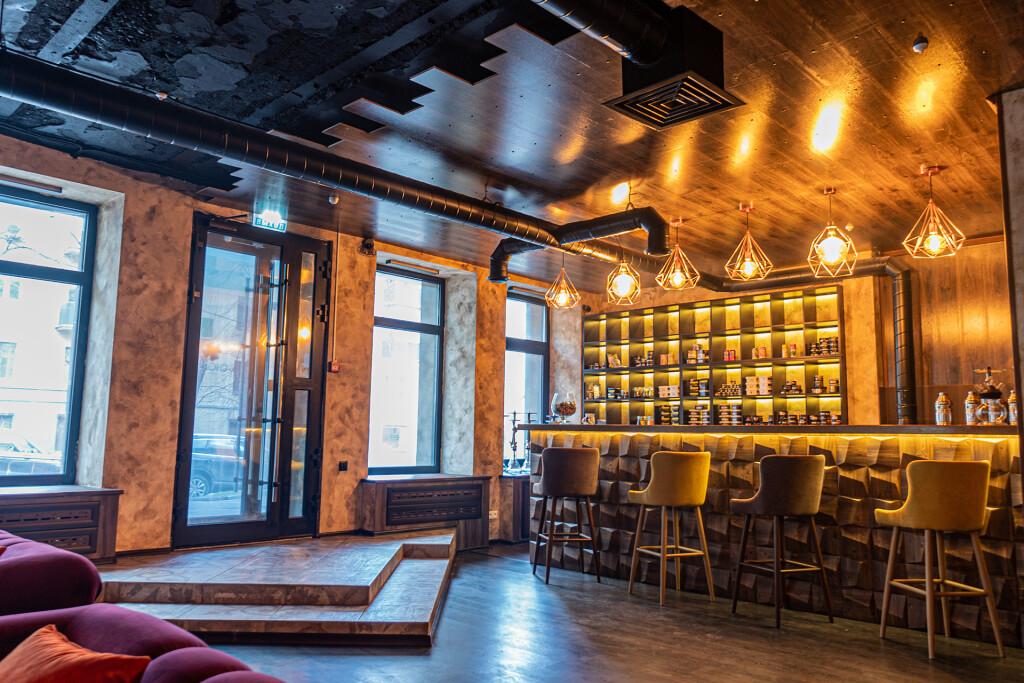 Дневной свет подчеркивает легкость и изысканность интерьера Chorse Lounge Москва