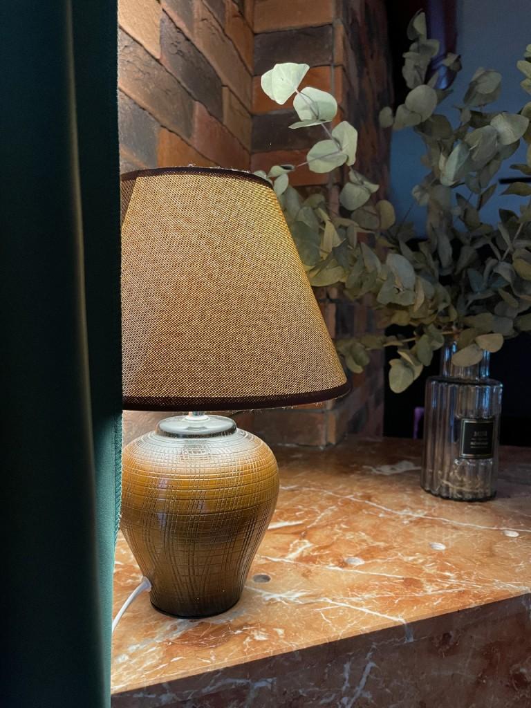 Ну конечно, главный элемент интерьера... Лампа!
