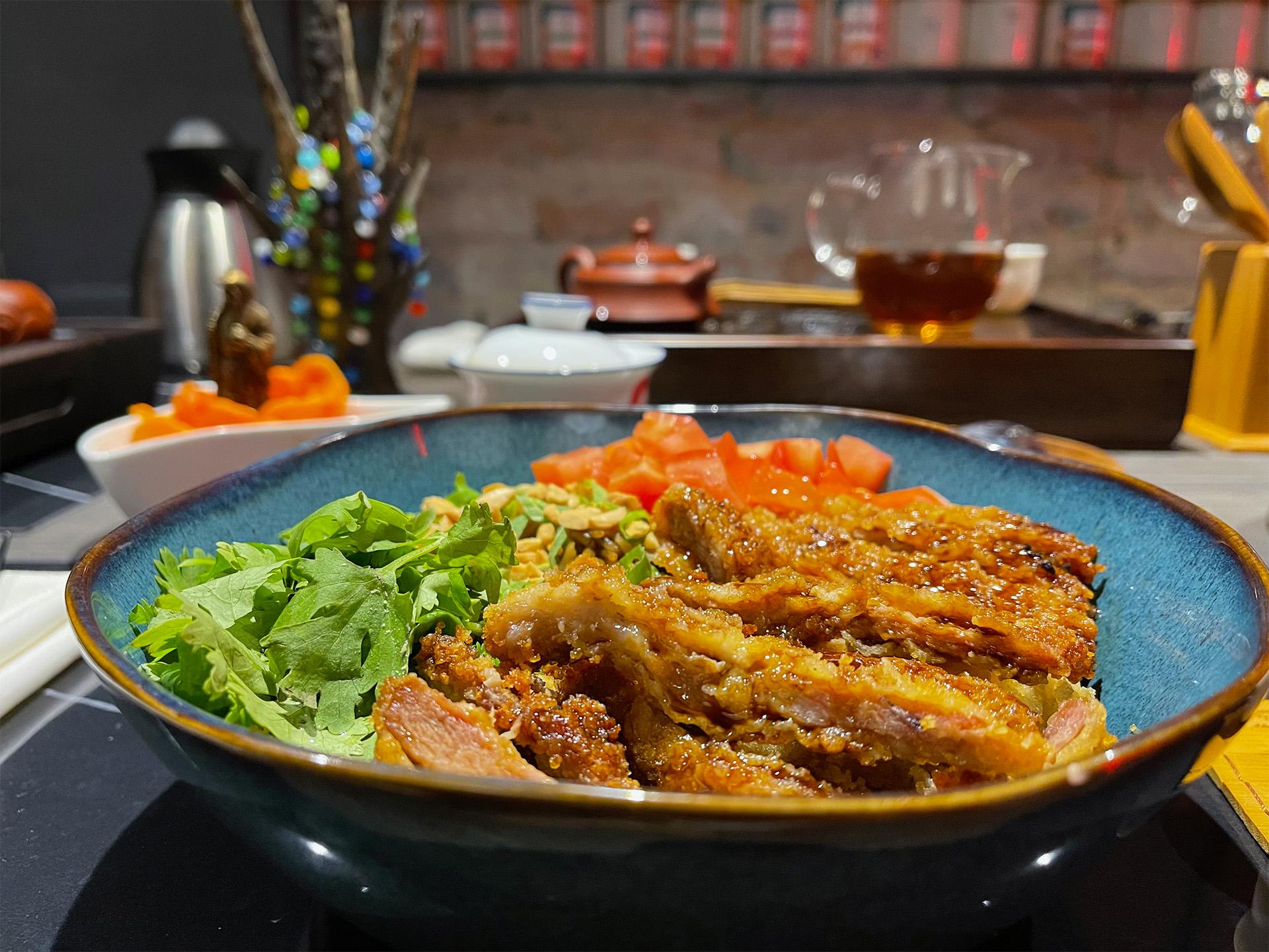 Рис со свининой тонкацу
